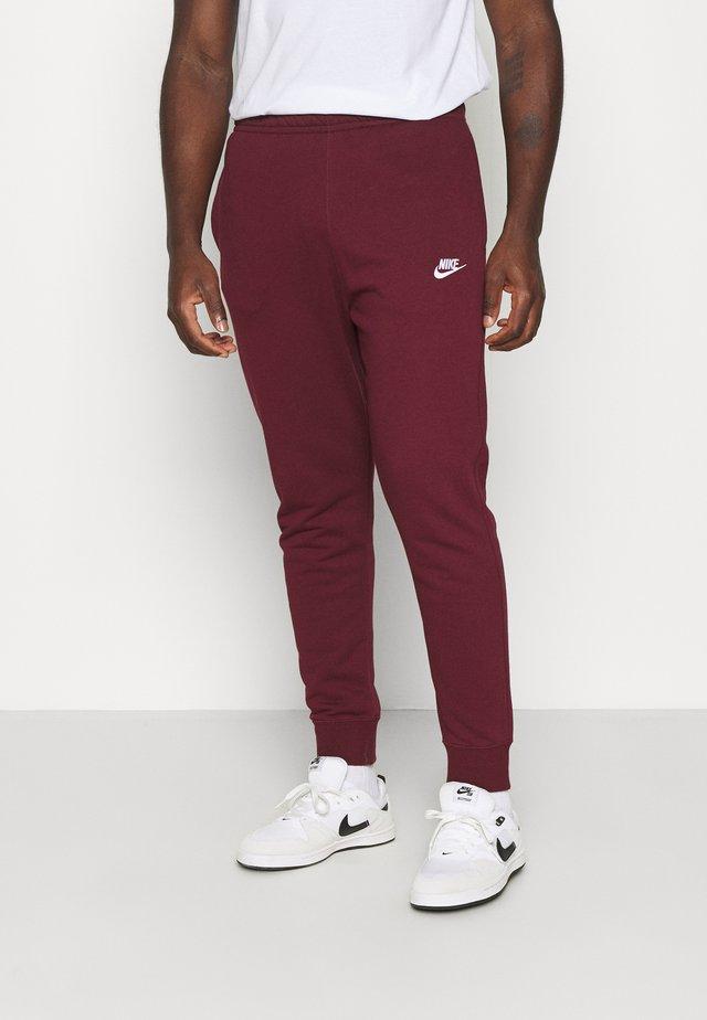 CLUB - Pantalon de survêtement - dark beetroot/white