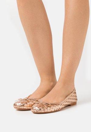 Ballet pumps - copper