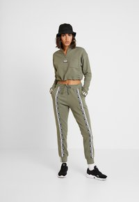 adidas Originals - CROPPED - Mikina - legacy green - 1