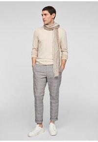 s.Oliver - Scarf - beige stripes - 0
