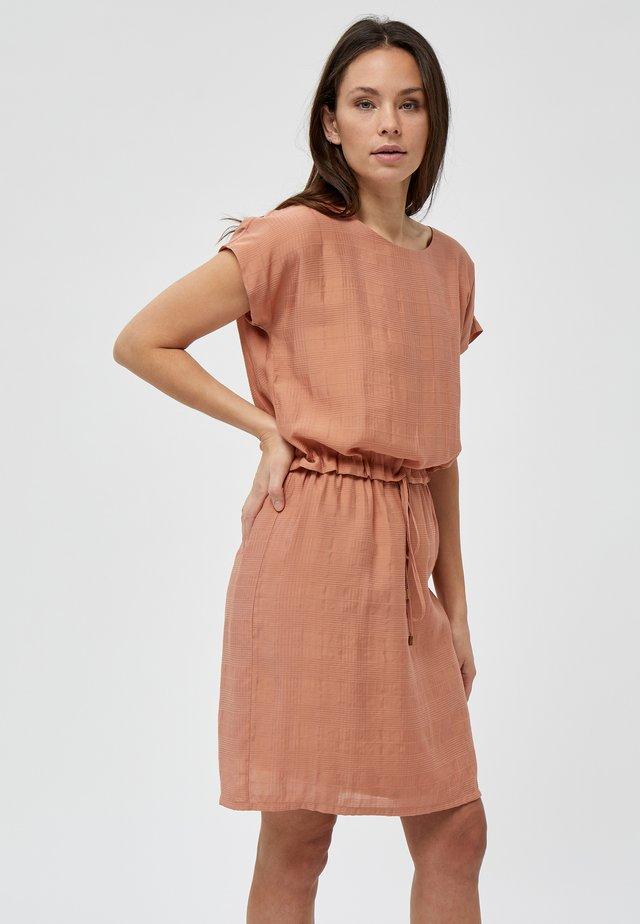 CAJSA  - Korte jurk - tropical peach