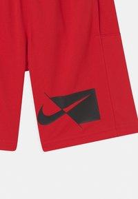 Nike Performance - Urheilushortsit - university red/black - 2