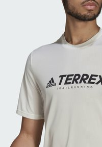 adidas Performance - TERREX PRIMEBLUE TRAIL FUNCTIONAL LOGO T-SHIRT - Printtipaita - white - 4