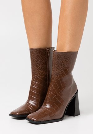 VEGAN ROBBIE BOOT - High heeled ankle boots - brown medium dusty
