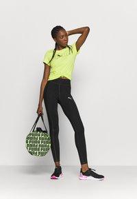 Puma - REBEL GRAPHIC TEE - T-shirt con stampa - sharp green/black - 1