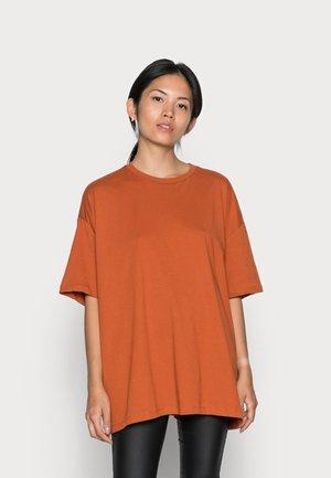 ONLINC SISI OVERSIZED TEE - Basic T-shirt - bombay brown
