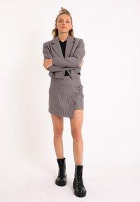 Pimkie - MIT HAHNENTRITTMUSTER - Wrap skirt - violett - 1