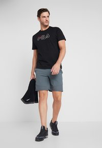 Under Armour - VANISH SHORT NOVELTY - Sports shorts - pitch gray/black - 1