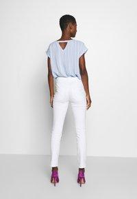 TOM TAILOR - KATE - Slim fit jeans - white - 2