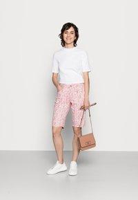 Cream - Shorts - cameo pink fleur - 1