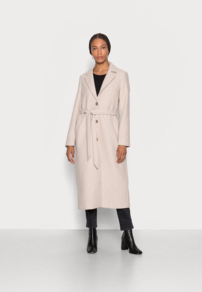 mine to five TOM TAILOR - LOOK LONG COAT - Classic coat - powder beige melange