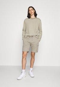 Ellesse - BASTA - Shorts - khaki - 1