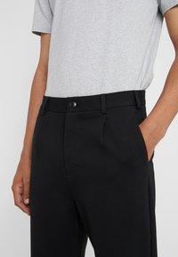 Holzweiler - ISAK TROUSERS - Spodnie materiałowe - black - 5