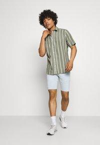 Levi's® - 412™ SLIM - Denim shorts - light blue denim - 1