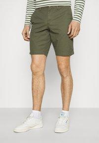 Tommy Hilfiger - BROOKLYN - Shorts - army green - 0