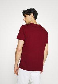 Ben Sherman - SIGNATURE POCKET TEE - Basic T-shirt - red - 2