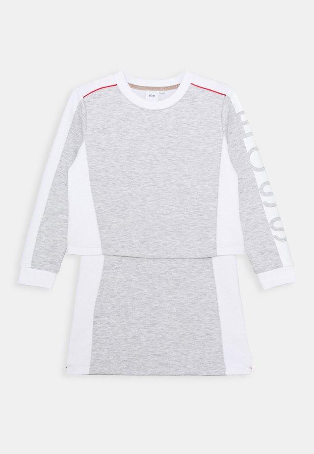DRESS - Vestito di maglina - chine grey