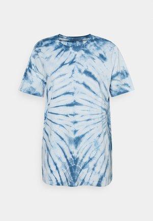 ONLLEA TIE DYE - T-shirt med print - white/blue