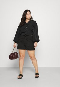 CAPSULE by Simply Be - SHIRRED WAIST - Shorts - black - 1