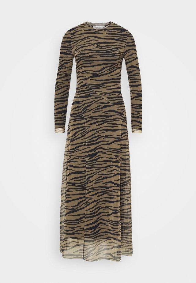 ZEBRA DRESS - Maxi šaty - irish cream/black