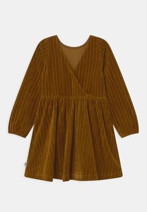 GOLDEN HOUR DRESS - Day dress - dijon