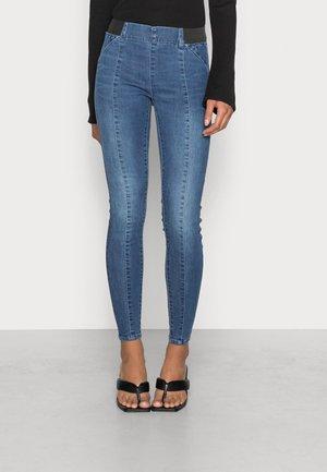 ONLWAUW - Jeans Skinny Fit - medium blue denim