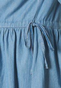 MAMALICIOUS - NURSING BLOUSE - Bluzka - light blue/chambray - 2
