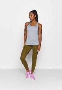 Nike Performance - TANK - Treningsskjorter - particle grey/black - 1