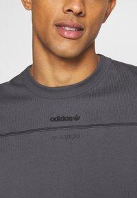 adidas Originals - UNISEX - Print T-shirt - gresix - 5