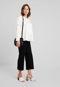 IVY & OAK Maternity - TUNIC BLOUSE - Camicetta - white - 1
