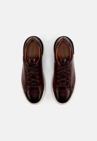 Clarks - COURT LITE LACE - Sneakersy niskie - dark tan - 3