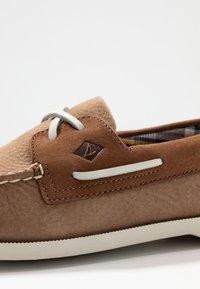 Sperry - A/O 2-EYE PLUSH - Boat shoes - tan/brown - 5
