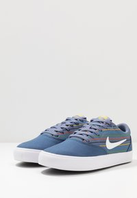 Nike SB - CHARGE PRM UNISEX - Sneakers laag - mystic navy/white - 2