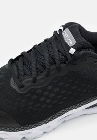 Under Armour - HOVR INFINITE 3 - Neutral running shoes - black - 5