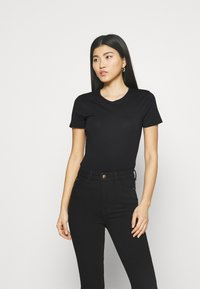 Marks & Spencer London - FITTED CREW - Basic T-shirt - black - 0