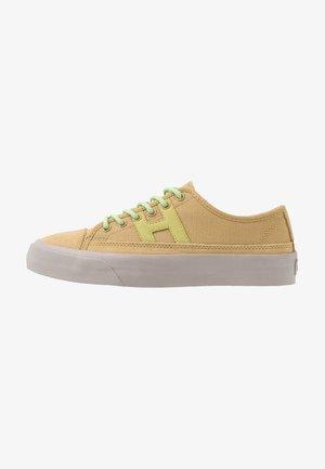 HUPPER 2 - Sneakers - lark