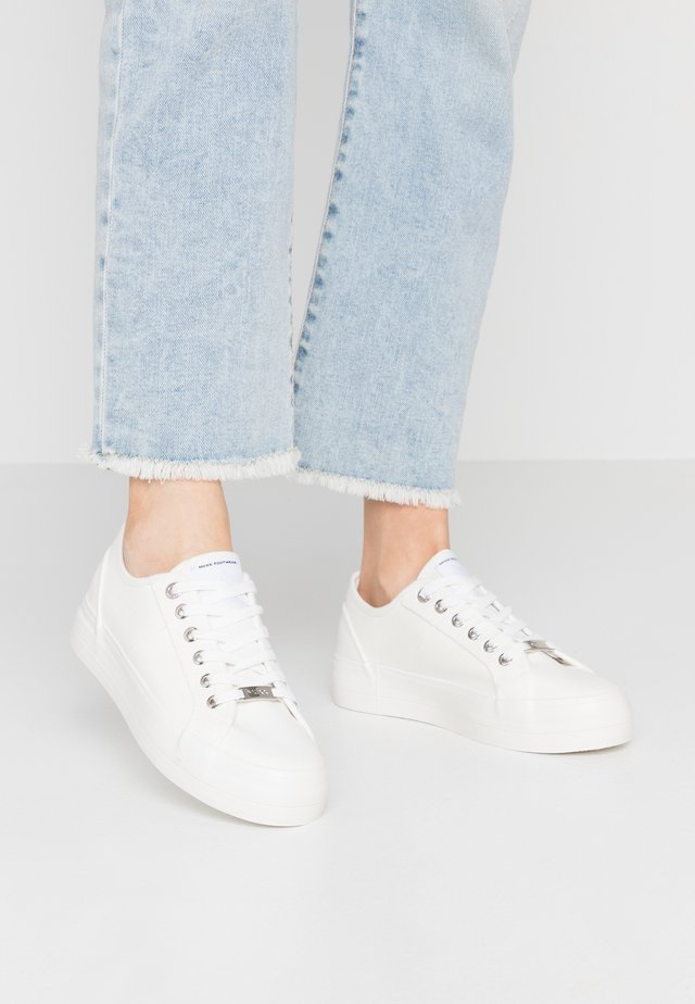 ELKE - Zapatillas - white