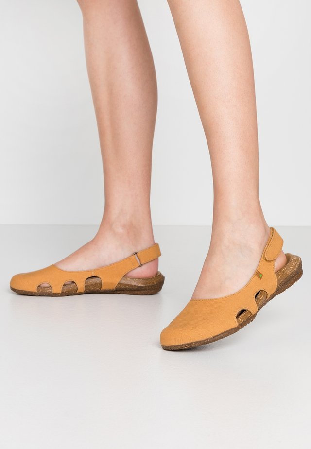 WAKATAUA VEGAN - Slingback ballet pumps - curry