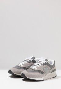 New Balance - CM 997 - Trainers - marblehead - 2