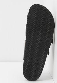 Madden Girl - BRYCEEE - Sandály s odděleným palcem - black paris - 6