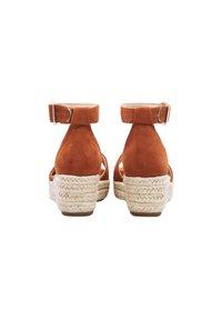 COX - Wedge sandals - braun-mittel - 2