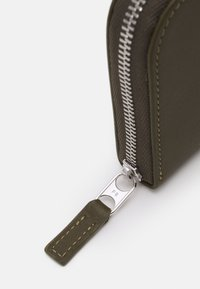 PB 0110 - Wallet - dark olive - 4