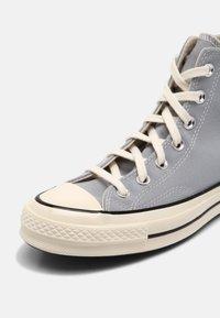 Converse - CHUCK 70 UNISEX - Sneakers alte - wolf grey/black/egret - 6