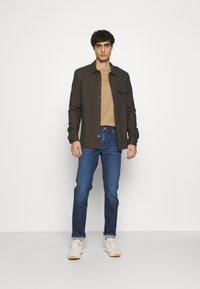 Tommy Hilfiger - CORE DENTON - Straight leg jeans - denver indigo - 1