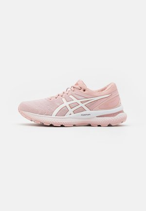 GEL-NIMBUS 22 - Zapatillas de running neutras - ginger peach/white