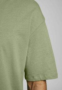 Jack & Jones - JORBRINK TEE CREW NECK - Basic T-shirt - sea spray - 5