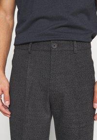 Jack & Jones PREMIUM - JJIMARCO JJSEAN - Trousers - dark grey - 4