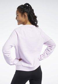 Reebok Classic - CLASSICS VECTOR CREW SWEATSHIRT - Bluza - pixel pink - 2