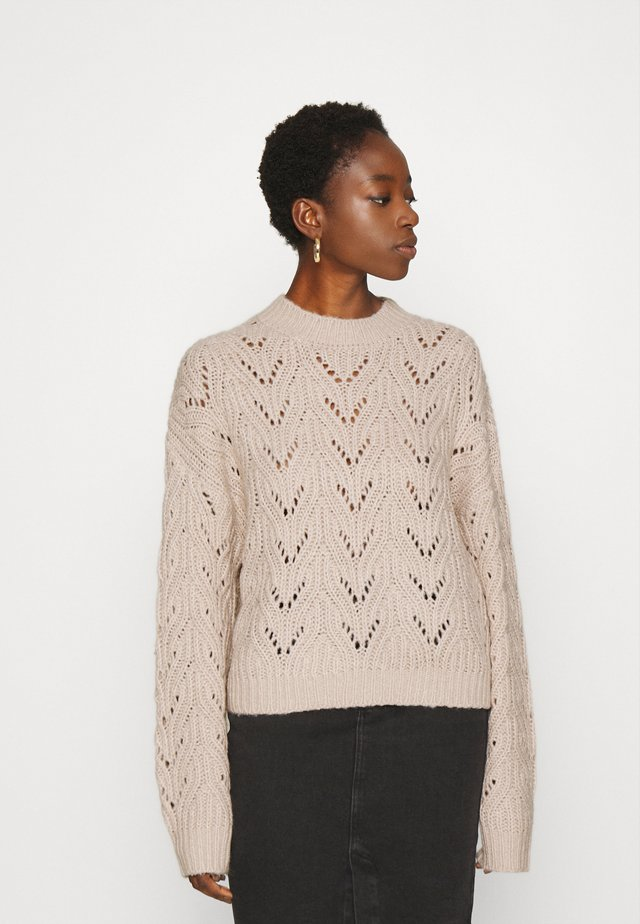 PATTERNED JUMPER - Svetr - gray tan