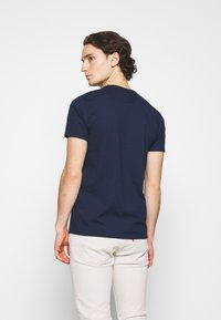 Hollister Co. - CORE TECH SOLID - Camiseta estampada - navy - 2